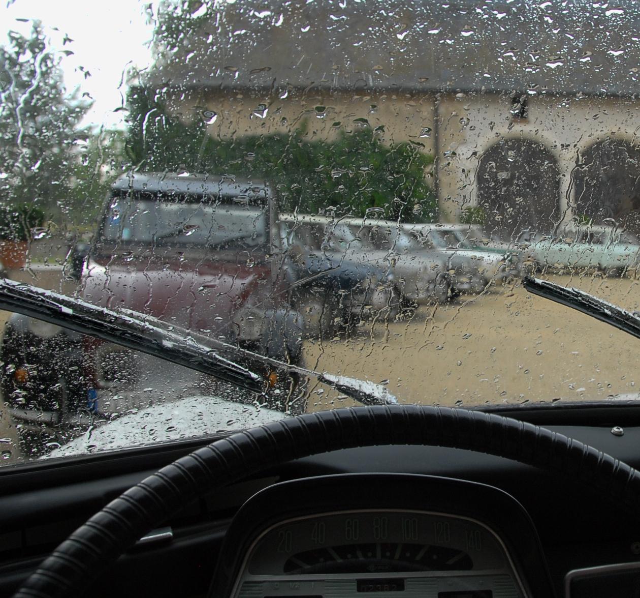 Ami 6 à l'abri de la pluie